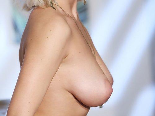 Busty blonde hottie posing nude