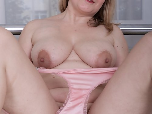 Chubby blonde amateur with big areolas toying