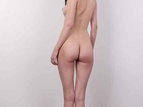 Casting pics of a shaved hottie with pale skin