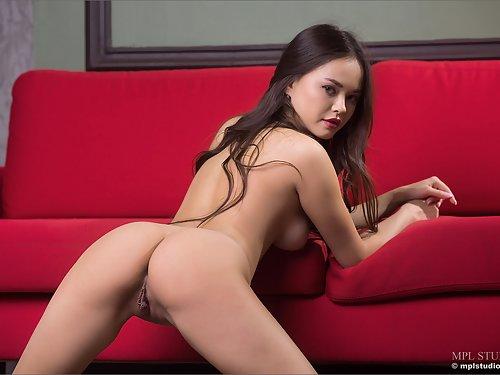 Sexy Li Moon spreads her big pussy lips
