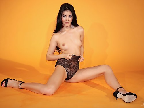 Black-haired babe Lady Dee toying her shaved pussy