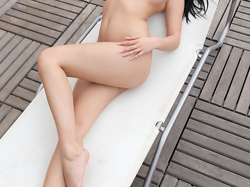 Black-haired hottie Lady Dee spreading on the balcony
