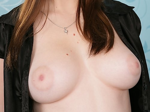 Teen with great tits toying