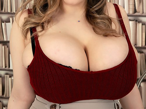 Chubby babe shows off her huge tits